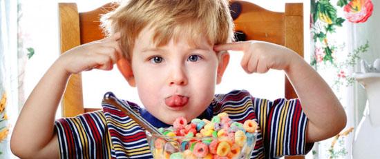 کودک با نحوه برخورد والدین لج باز می شود